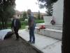 Kladenie venca na pomník