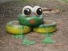 žaba pred obecným úradom